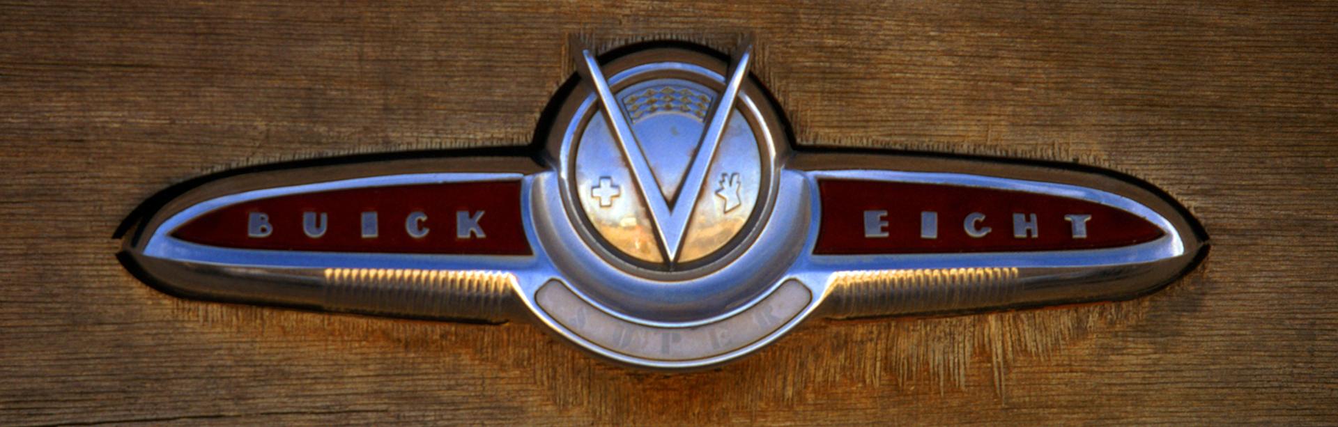 1x3W-buick-emb-0280